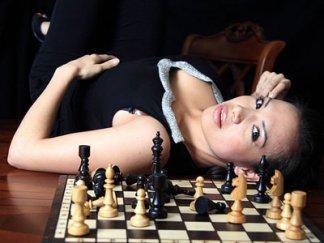 chess-lady-sexy